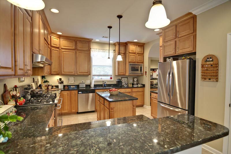 Tx Granite Countertops Green Maple Cabinets Elite Countertops Houston